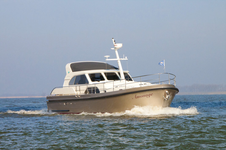 Linssen Range Cruiser 430 Sedan Variotop.